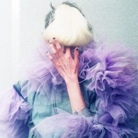 Photographer: Yuichiro Noda / Stylist: Kaori Shinohara / Hairmake: Kaori Shinohara / Model: Aya Iizuka / Flower: Megumi Shinozaki