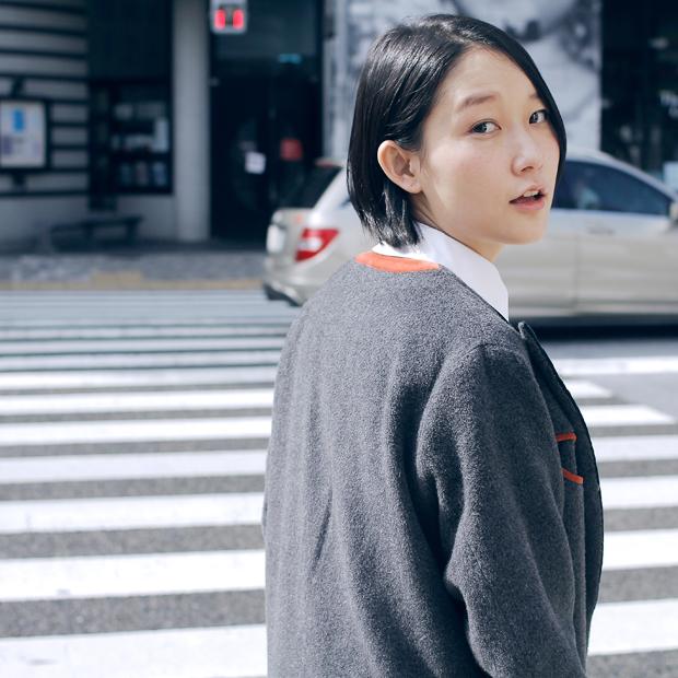 Wool pants: GAP (¥9,900) / Sneakers: GAP (¥5,900) / その他本人私物