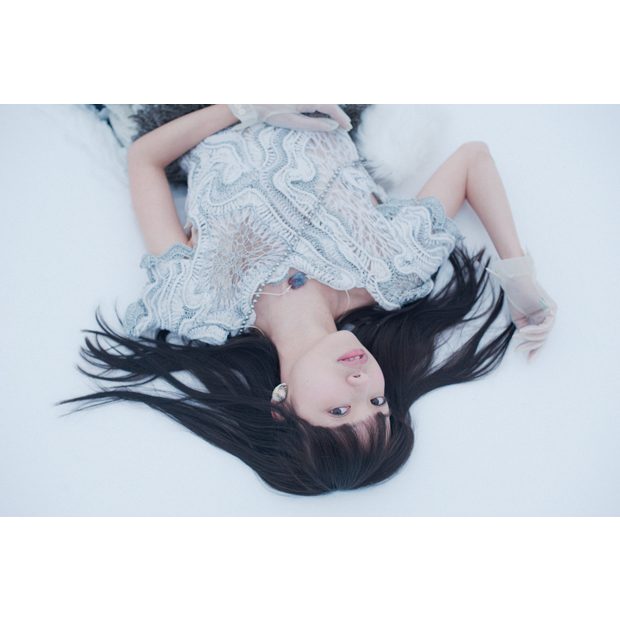 Photographer: Hidemasa Miyake / Styling: Koji Oyamada (The VOICE) / Hair-make: Furuta / Model: Shiori Takesue