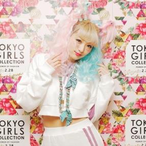 Tops: なつぅみ × BUBBLES (¥7,452) / Skirt: なつぅみ × BUBBLES (¥5,292) / ※TGC × ドコモ d-fashion にて予約受付中
