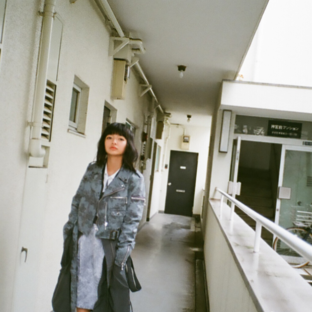 Long MA-1: Uke. / Riders Jacket: ARIKI, Shirt: 603 / Dress: infononymous / Stylist: Takuma Kano / Special thanks: Hiza Kazue