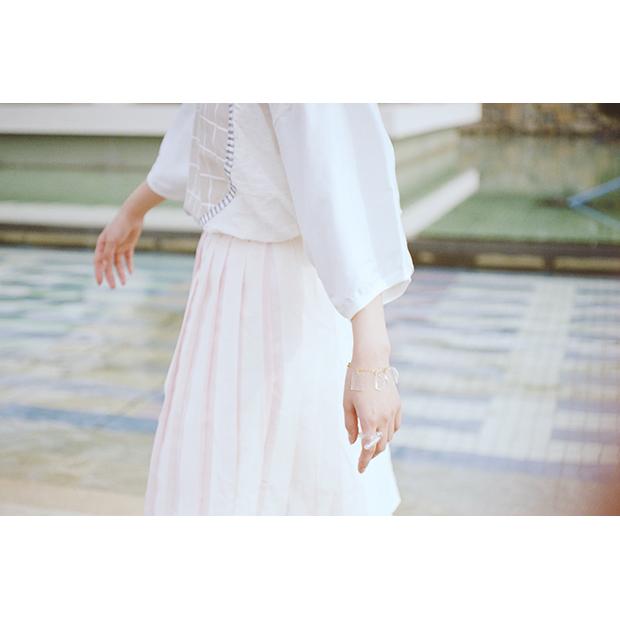 Tops: ¥15,000- (AWA) / Skirt: ¥24,000- (STASTNY SU)