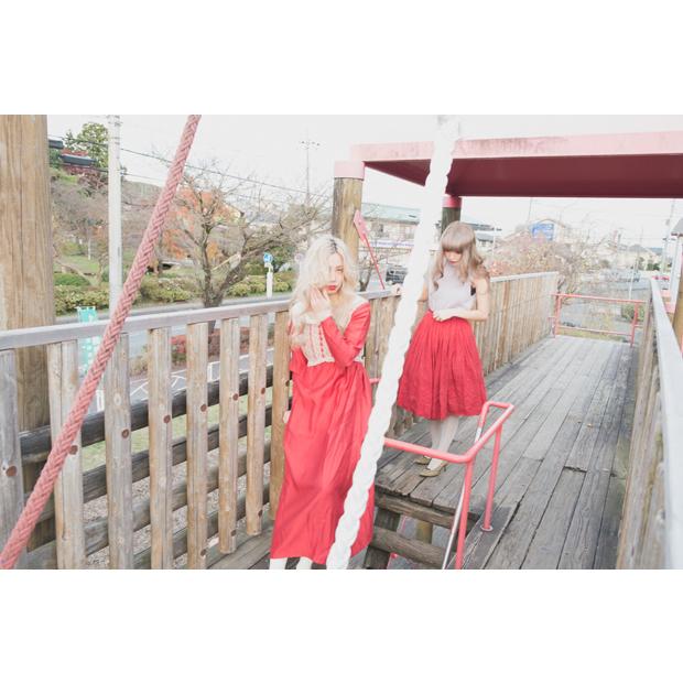 Photographer: Hitomi Nomura / Stylist:Hitomi Nomura / Hair-make: Atsushi Ikegami (Ballet) / Model: Akane Sasaki, Kaori Miyoshi