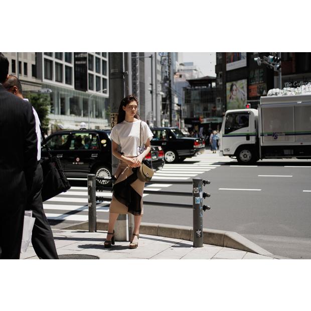 [Item Credit] Tops:  jouetie / Skirt: skirt Satoko Ozawa / Bag: CHARLES & KEITH / Shoes: CHARLES & KEITH [Staff Credit] Photographer: Kazuma Iwano / Stylist: Shunsuke Okabe / Hair&Make-up: Toyoda Yousuke (Rooster) / Model: Kurumi Emond (eva management)