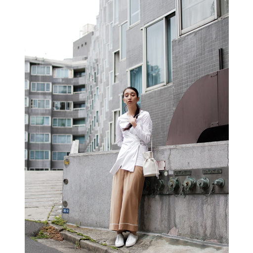 [Item Credit] Pants: jouetie / Bag: CHARLES & KEITH / Shoes: CHARLES & KEITH [Staff Credit] Photographer: Kazuma Iwano / Stylist: Shunsuke Okabe / Hair&Make-up: RIE / Model: Mijika Nagai (BARK in STYLe)