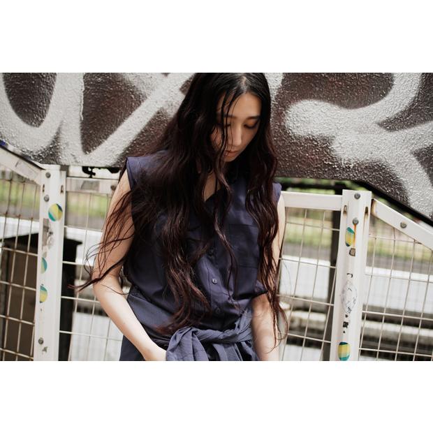 [Item Credit] Tops: jonetie / Shirt worn as a skirt: 3.1 Phillim Lim / Shoes: CHARLES & KEITH [Staff Credit] Photographer: Kazuma Iwano / Stylist: Shunsuke Okabe / Hair&Make-up: RIE / Model: Mijika Nagai (BARK in STYLe)