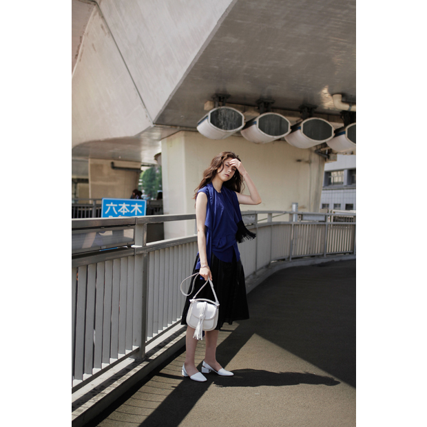 [Item Credit] Tops: Satoko Ozawa / Bag: CHARLES & KEITH / Shoes: CHARLES & KEITH [Staff Credit] Photographer: Kazuma Iwano / Stylist: Shunsuke Okabe / Hair&Make-up: Toyoda Yousuke (Rooster) / Model: Kurumi Emond (eva management)