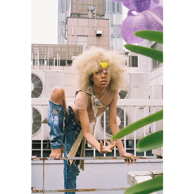 Photographer: Yoko Kusano / Stylist: Koji Oyamada / Hair-make: Kaori Shinohara / Hair-make assistant: Aya Iizuka / Model: Avu-chan (Ziyoou-vachi) / Flower: Megumi Shinozaki